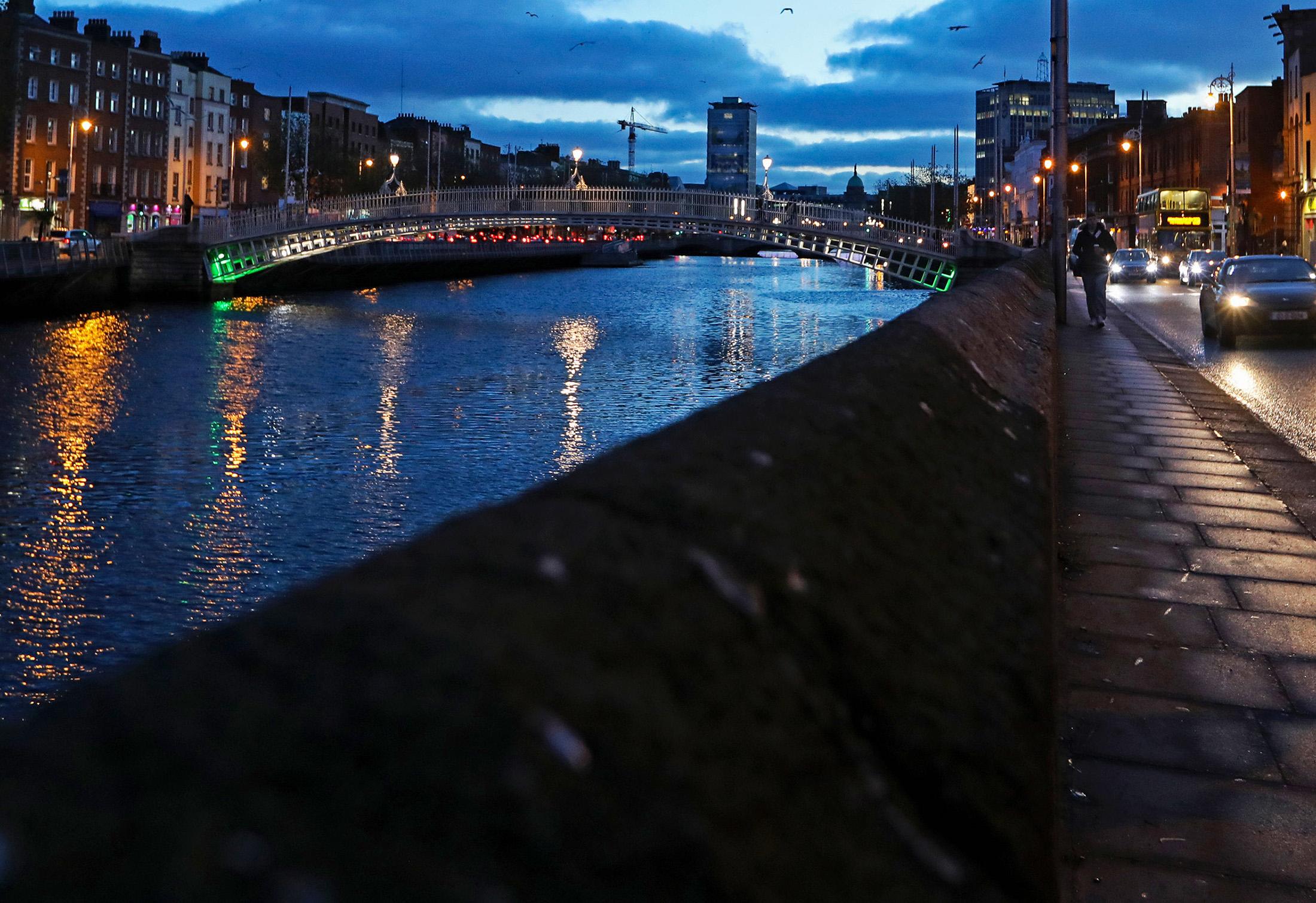 U K  and EU Agree to Intensive Talks on Irish Border - Bloomberg