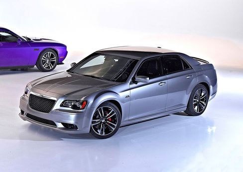 Resurgent Chrysler Targets BMW Buyers With Luxury 300 SRT8