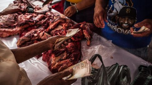 People line up to buy government-subsidized meat in Venezuela. Photographer: Meridith Kohut/Bloomberg