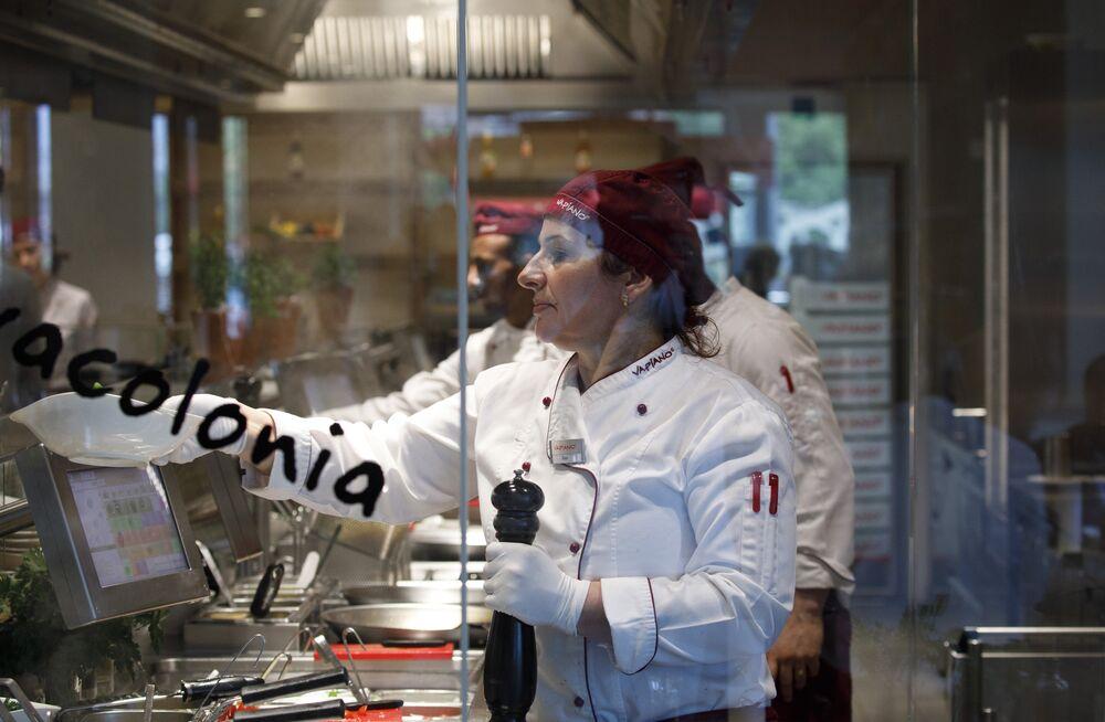 German Billionaires Chew on Cold Pasta