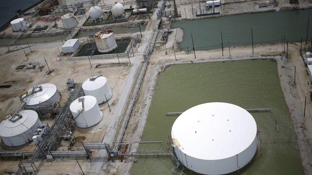 Oil Jumps as Post-Harvey Refinery Revivals Trigger Demand Boost