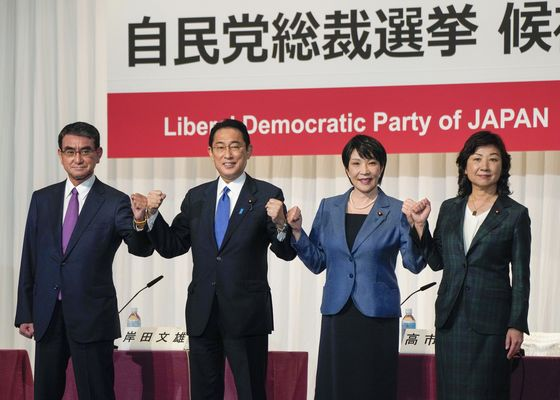 Japan PM Contenders Back Cash Handouts as Race for Leader Opens