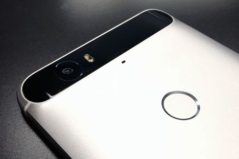 Instead of a camera bulge, the Nexus 6P has a curved bar at the top of the phone.
