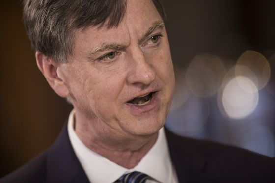 Charles Evans Sees Fed Rates on Hold Into Fall of 2020