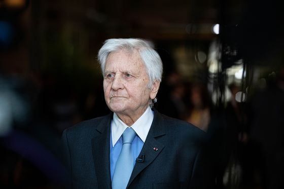 Trichet Unmoved by Euro-Inflation Surge, Says U.S. Is Different