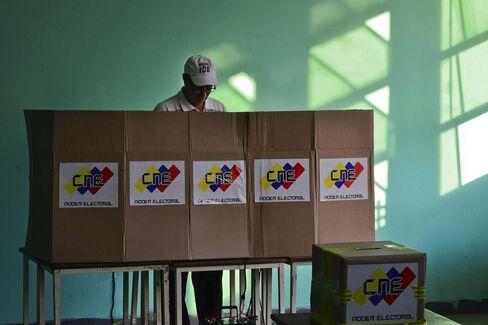 Venezuelans Vote on Chavez Legacy as Maduro Seeks Presidency