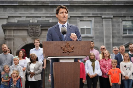 Trudeau Leans on Freeland, Morneau in Second-Term Cabinet Revamp