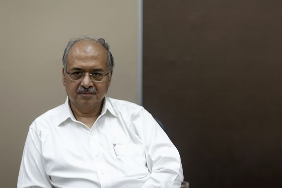 Billionaire Shanghvi to Keep Suzlon Stake Despite Falling Value