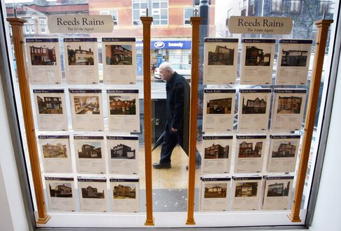 U.K. April House Prices Fall Most in Seven Months, Halifax