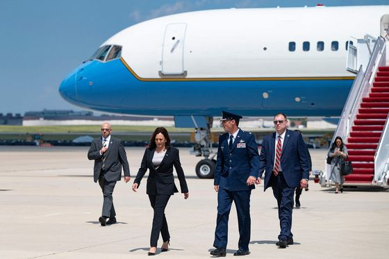 Harris Reaches Guatemala After Earlier Forced Plane Switch