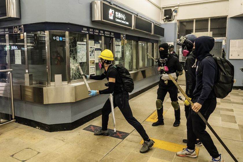 relates to 香港金融街に再びデモ参加者-保安局長は「想像もできない」結果警告