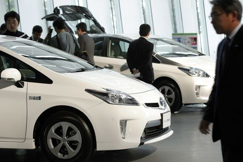 Toyota Seeks Prius-Like Success with 2015 Fuel-Cell Model