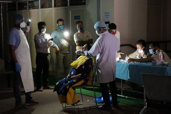 Modi Under Fire for Campaigning as India Reels From Virus Deaths