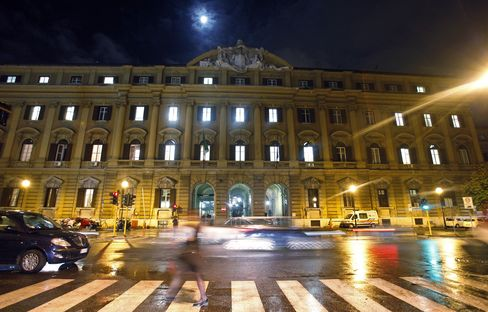 Italy Pays More Than 7% at Auction of EU7.5 Billion of Bonds