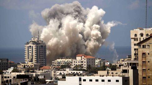 Israeli army hits 99 houses in Gaza