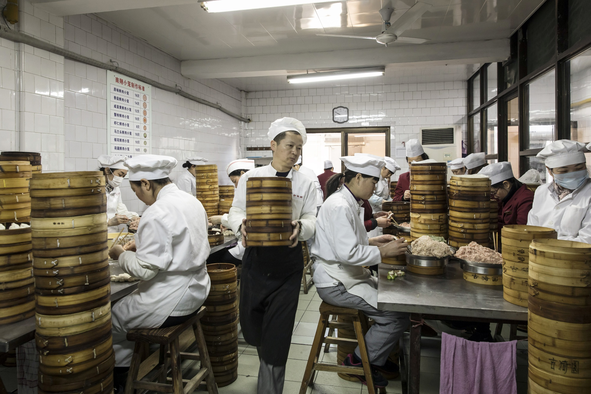 Business Of Renting Kitchen Space Heats Up In China Bloomberg