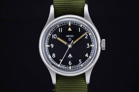 The Smiths W10 has a simple dial meant to be highly legible.