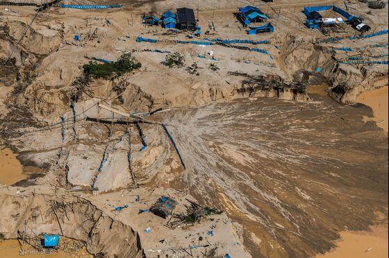Peru Raids Biggest Illegal Mines to Stem Amazon Gold Rush