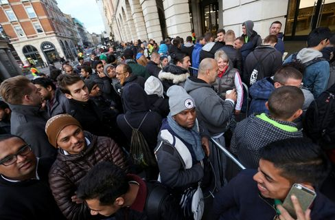 Customers queue outside an Apple store prior to the sale of the iPhone 6S smartphone devices in London.
