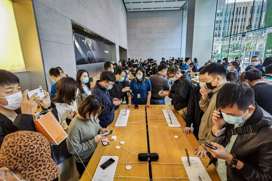 Apple iPhone Delay Hurt China Sales, Leaving a Lot Riding on 5G