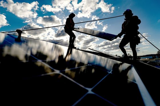 Australia's Case for Fossil Fuels Weakens as Solar and Wind Set Records