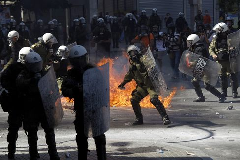 Greek Strike Sees Violence as Police Use Tear Gas by Parliament