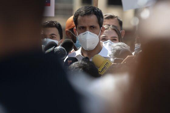 Venezuela's Assembly Votes to Extend Term, Challenges Maduro