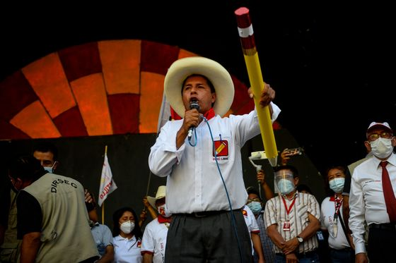 Peru Assets Rally as Leftist Frontrunner's Poll Lead Narrows
