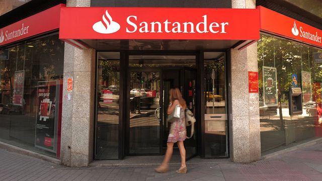 Banco santander sees further pressure on spanish lending for Banco santander oficina central madrid