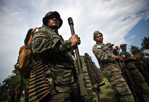 Philippines, Muslim Rebels Forge Wealth-Sharing in Peace Accord