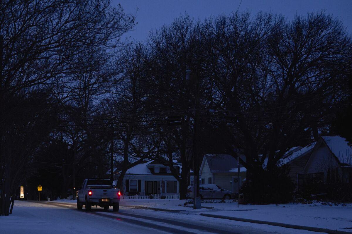 Texas' Last Power Regulator Resigns After Crippling Blackouts thumbnail