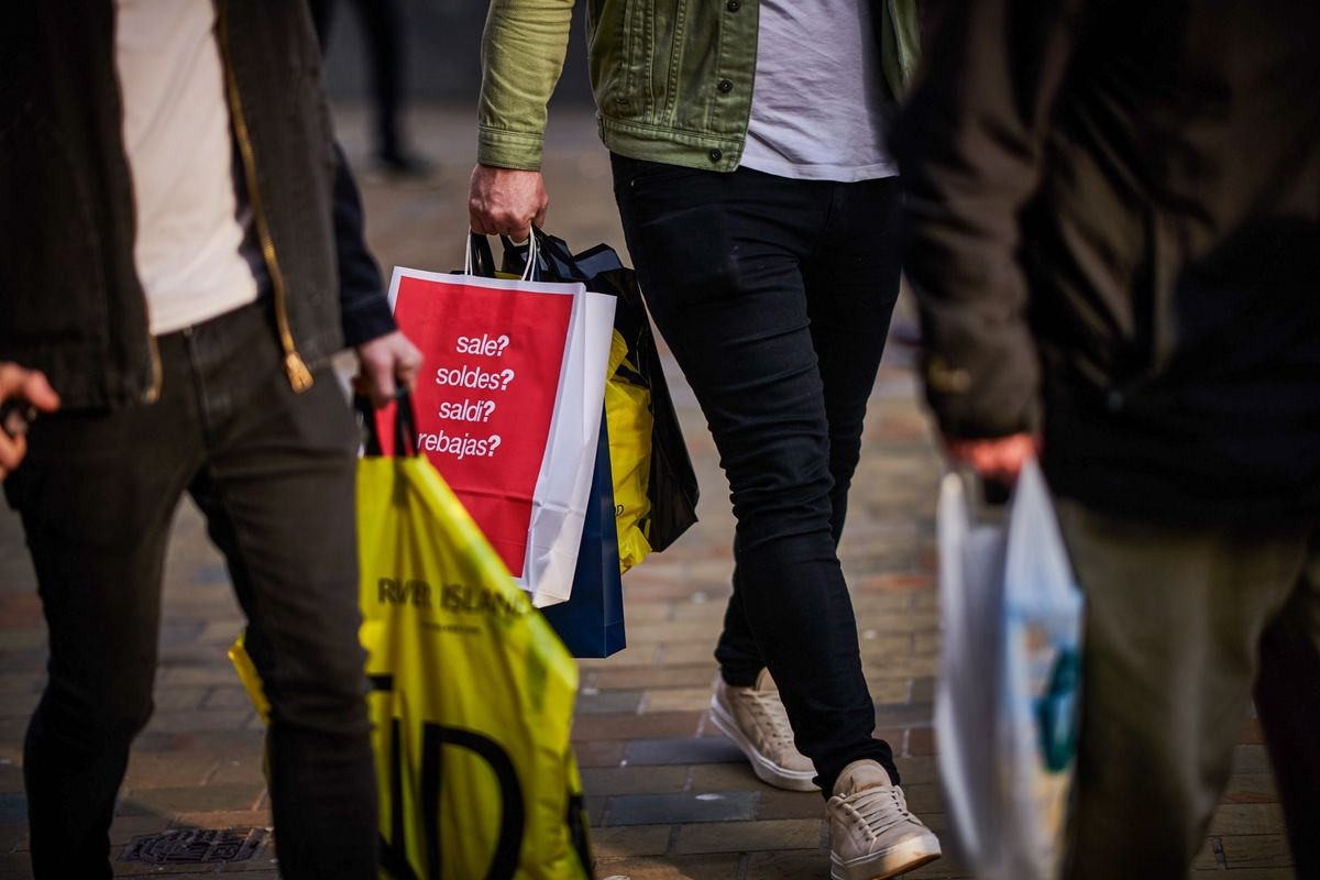 U.K. Stores Feel the Pressure as Internet Shopping Hits Record
