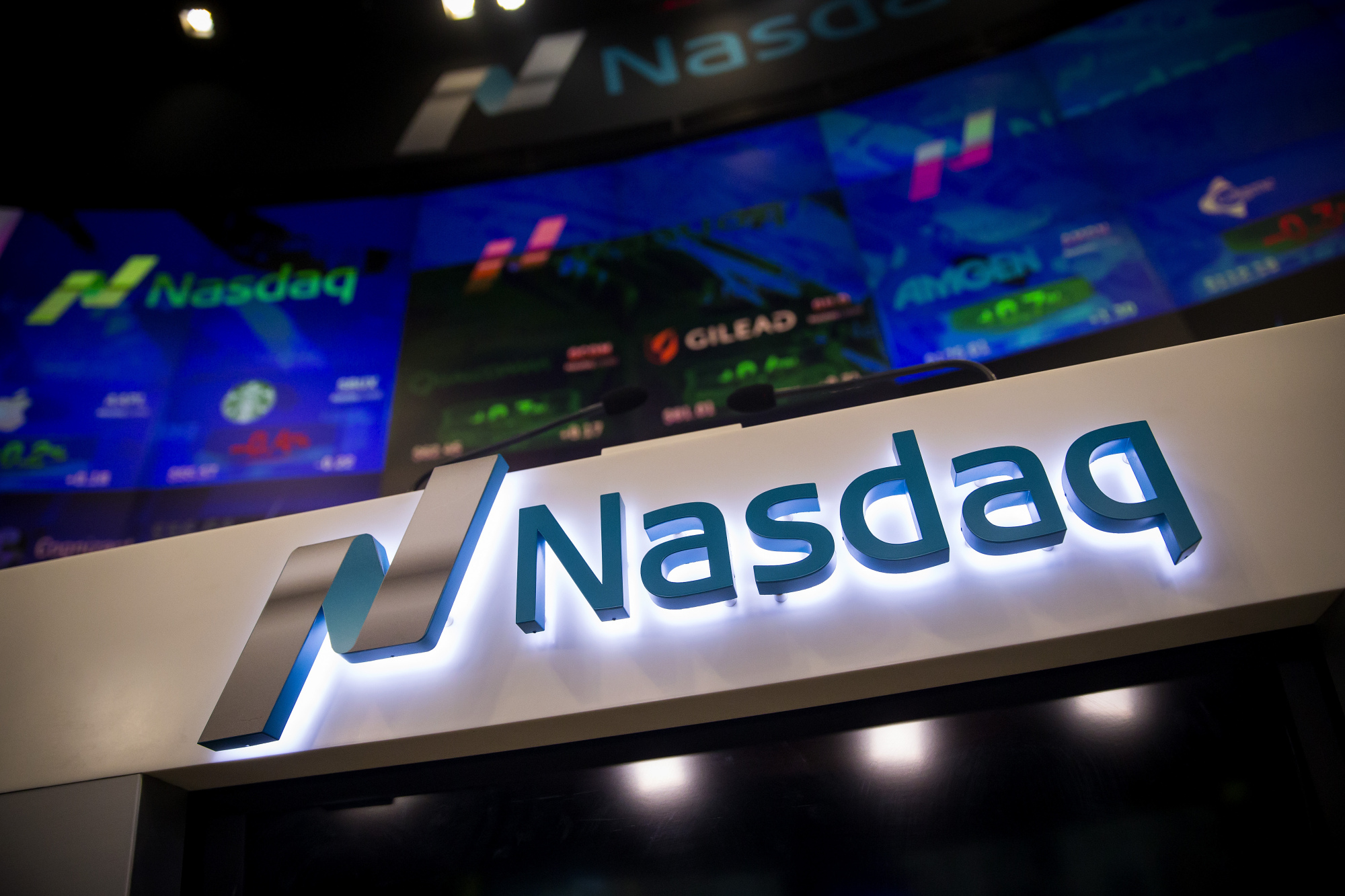 bloomberg.com - Elena Popina - Bottom Falls Out of Nasdaq, With Drop Breaking the Bull-Market Mold