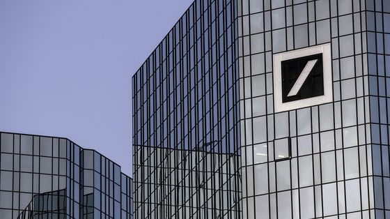 Deutsche Bank Cuts Investment Bank Bonuses About 30%