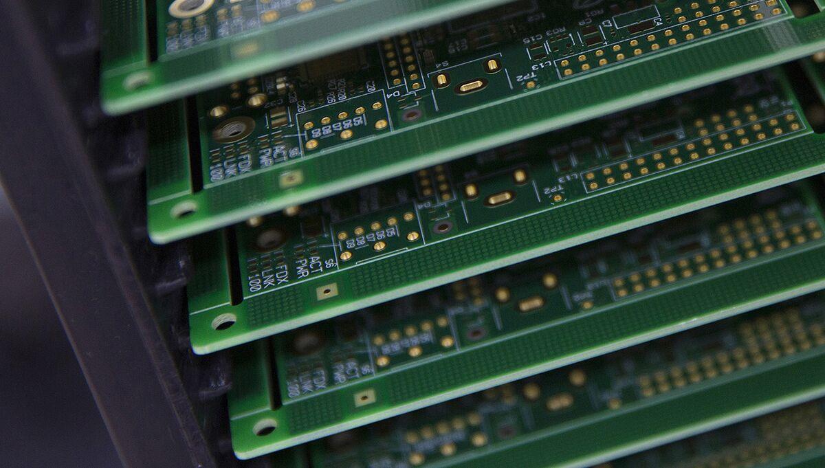 Stewart Wants Super Micro, AAPL, AMZN to Brief Congress