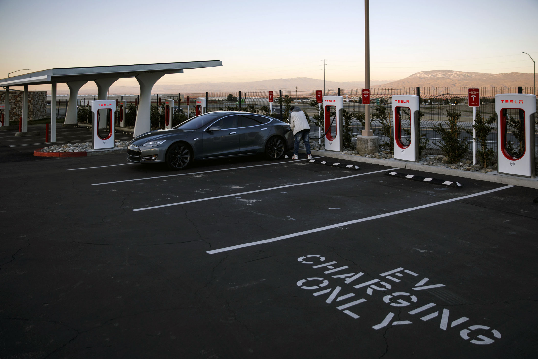 relates to Chargers Are the Final Roadblock to America's Electric Car Future