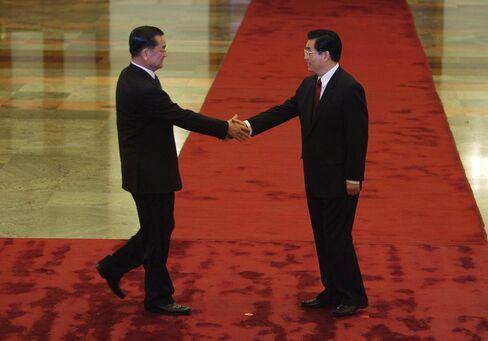 Lien Chan meets Hu Jintao in 2005
