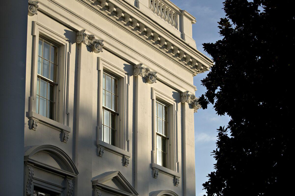 Cohn Tries to Head Off Trump Tariffs With White House Summit thumbnail