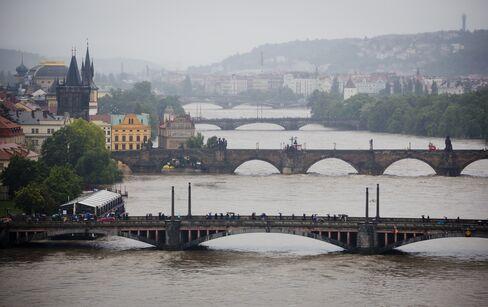 Floods in Europe Approach Peak as Merkel Heads to Disaster Areas