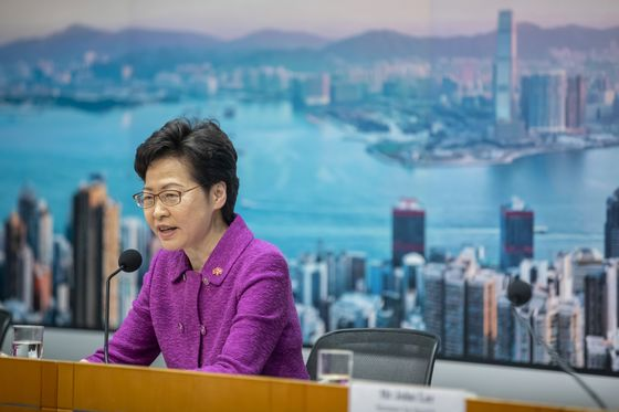China Banks Act to Comply With Trump Sanctions on Hong Kong