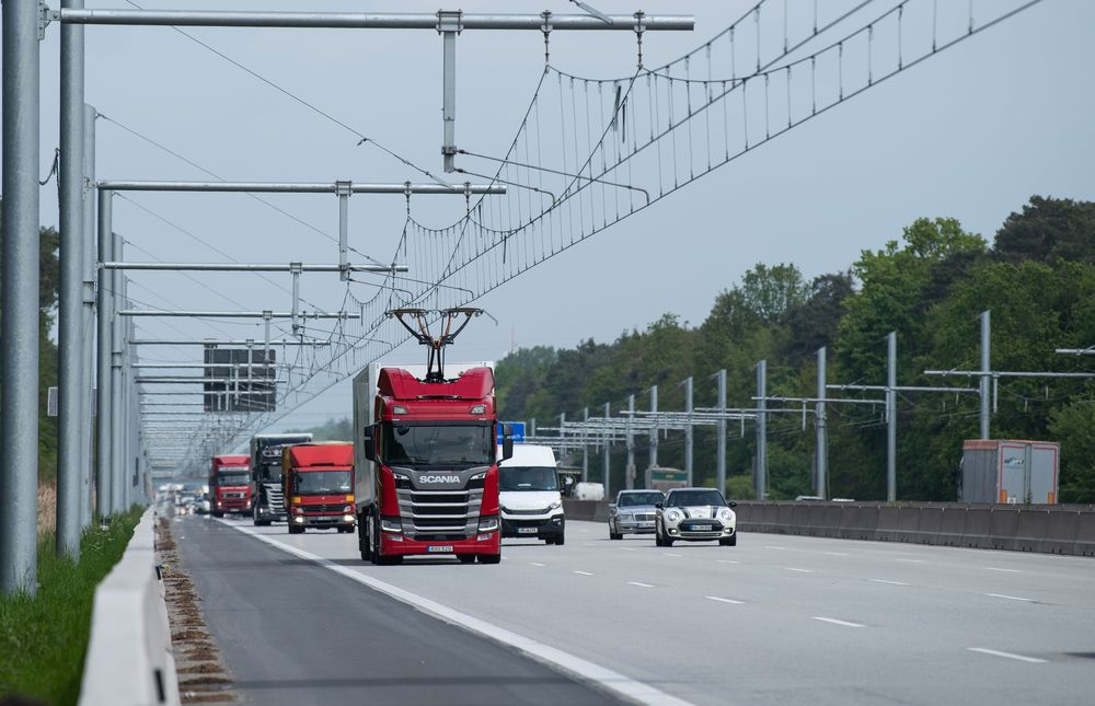 A Scania hybrid truck travels along the electric highway on the A5 in Darmstadt.