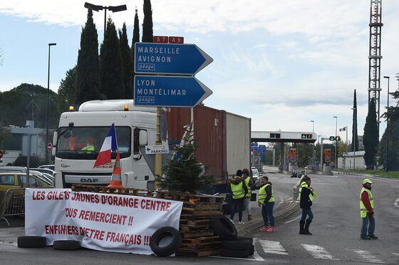 French 'Yellow Vests'to Continue Protests Despite Macron Plea