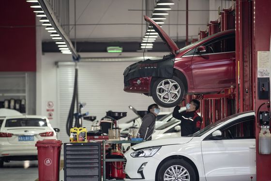China's Messy Car Repair Market Gets a Goldman-Backed Makeover