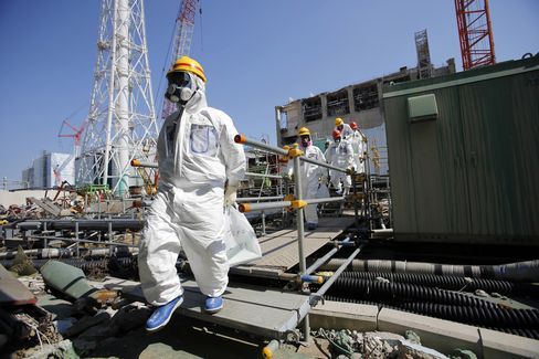 Japan Orders Tepco to Build Underground Wall at Fukushima Plant