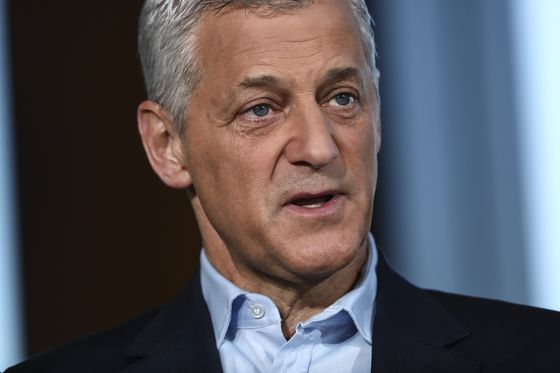 Standard Chartered CEO's Pay Drops by 29% Amid 2020 Profit Miss