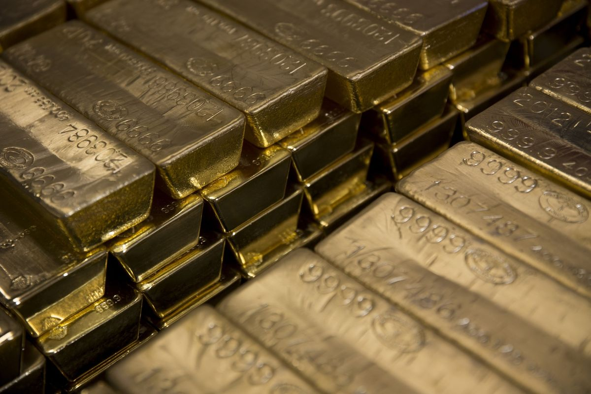 Gold Jumps to More Than 5-Year High as Fed Signals Ready to Cut