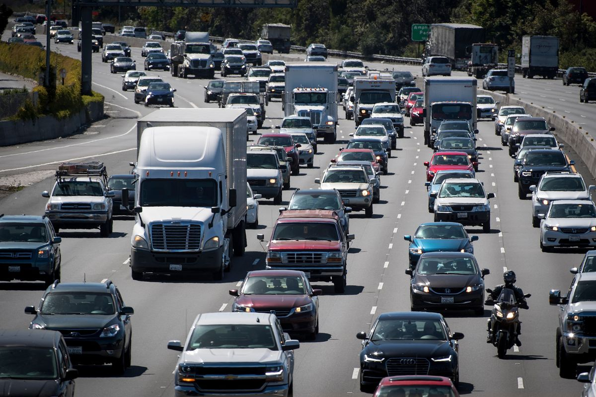 Governors Join California Push for Auto Mileage Pact With Trump