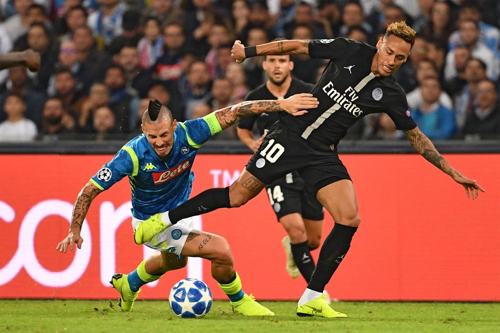 Dubai Carrier Emirates To End Psg Soccer Deal Amid Qatar Tension Bloomberg