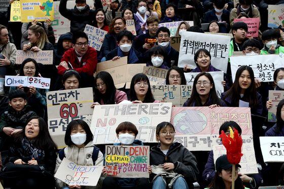 Demanding Bigger Emissions Cuts, Korean Teens Sue Government
