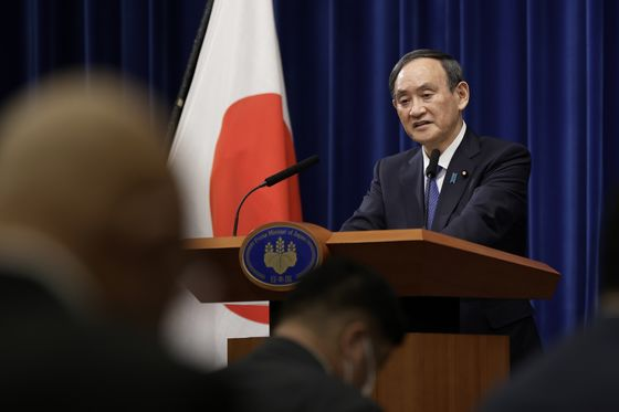 Suga's Approval Rating Rises on Pandemic Handling, Mainichi Says